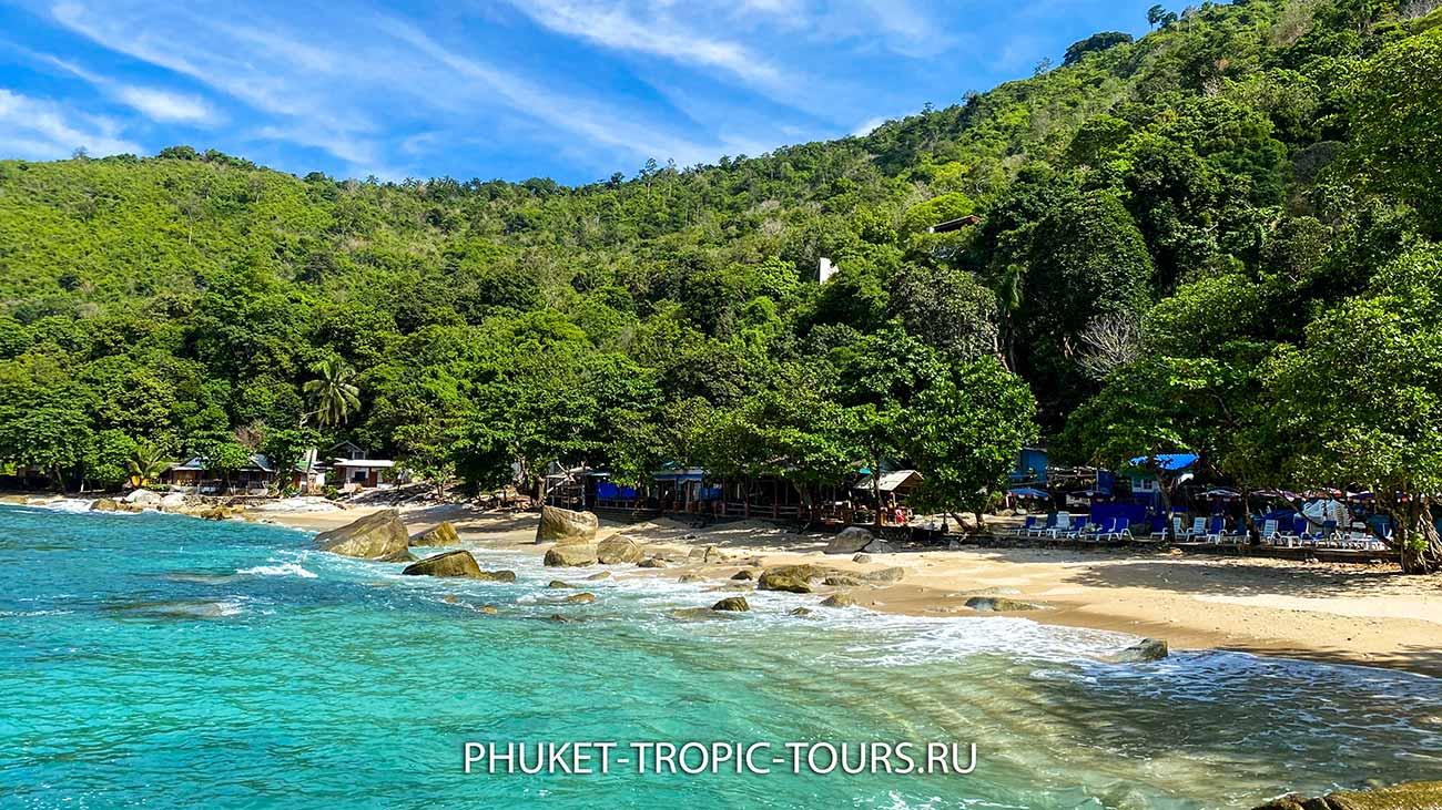 Пляж Ао Сан на Пхукете - камни в море фото 12